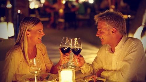 rsz_couple-on-romantic-dinner